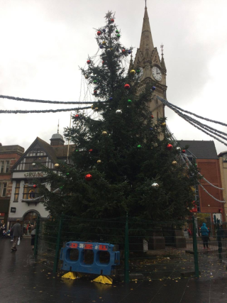 Half-finished Christmas tree is the laughing stock of Leicester ...