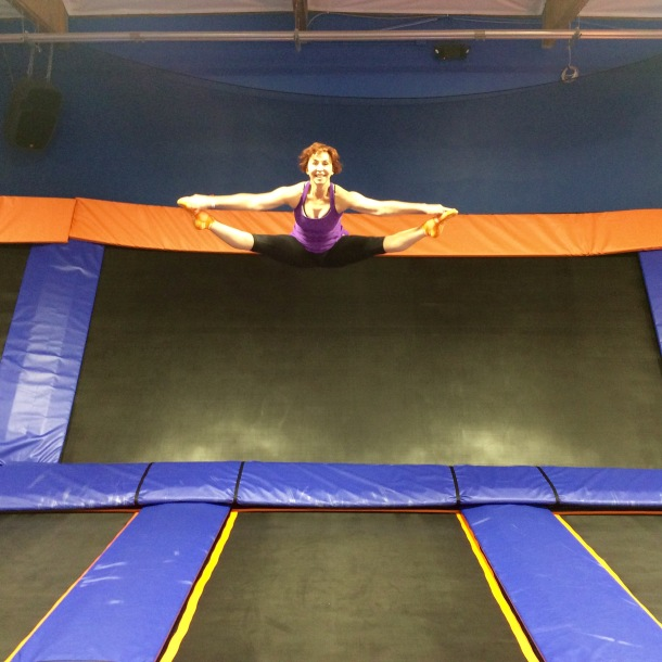 Dian_Nissen_jumping_at_a_trampoline_park